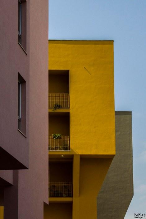 casa rosa e gialla