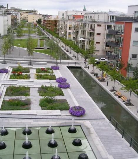 Vista dei diversi scenari dello spazio caratterizzato dal canale di raccolta delle acque e della sua accessibilità limitata (foto in alto in http://urbantimes.co/2011/05/stockholm-sweden-european-green-capital-2/ , foto in basso http://ilforumdellemuse.forumfree.it/?t=46926997)