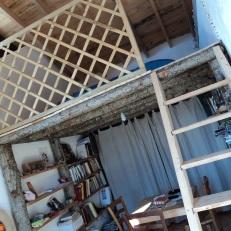 vista interna delle abitazioni con strutture a soppalco abitabili. Foto di R. Angelini 2011